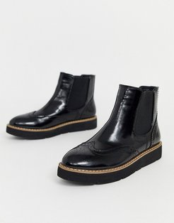 flat chunky chelsea boots in black