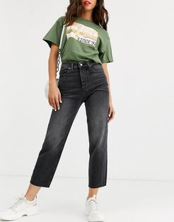 cropped straight leg jeans with high waist in washed black