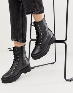 lace up flat chunky boots in black