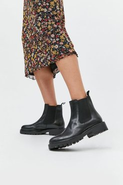 Kenova Chelsea Boot - Black 6 at Urban Outfitters
