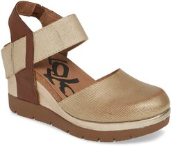 Carry On Wedge Sandal