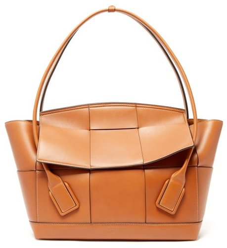 The Arco Large Intrecciato Leather Bag - Womens - Tan